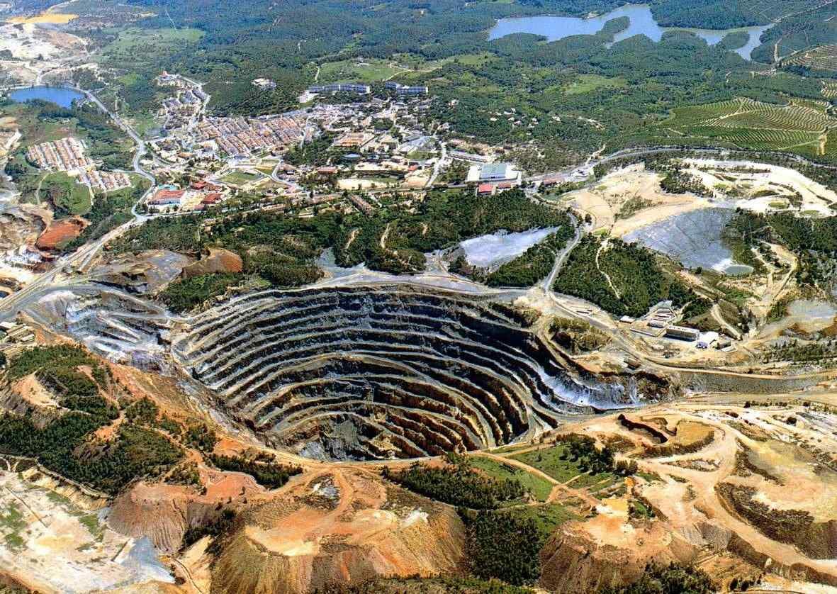 http://viajardespacio.com/wp-content/uploads/2010/06/minas-de-riotinto.jpg