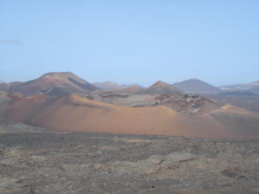 Explora el paisaje volcánico de Timanfaya
