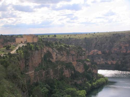 Hoces del río Duratón: paisaje excavado en roca caliza
